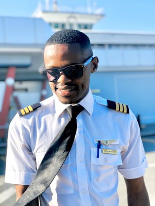 Thieves steal pilot's flying licence, gold wings out of his car