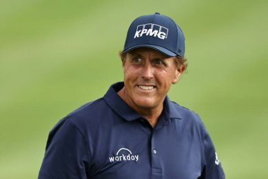 Mickelson leads Travelers in search of 45th PGA Tour title