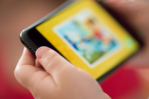 The effects of screen time on toddlers and bedtime