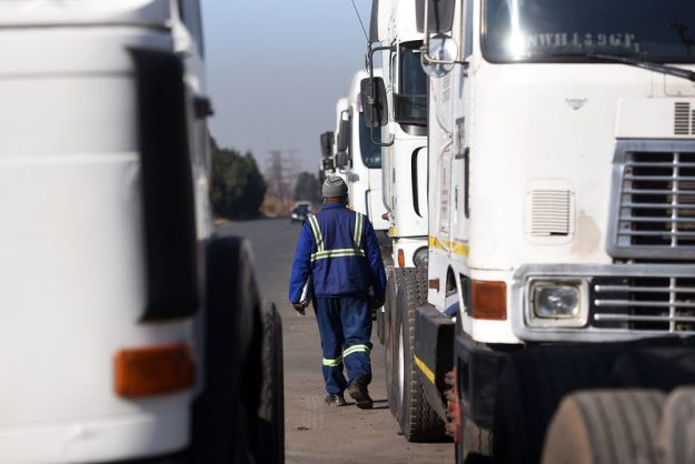 Cops investigate after truck drivers escape heavy gunfire on N3