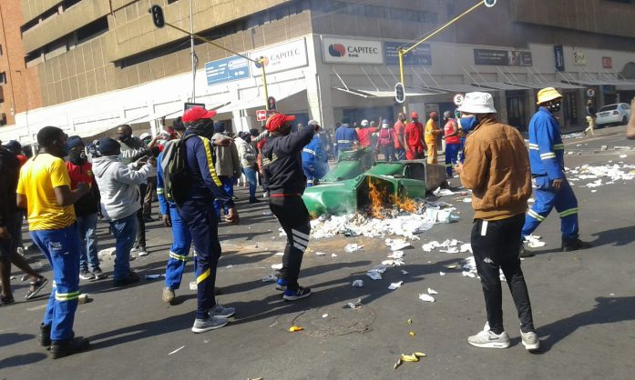 Tshwane condemns Samwu workers' 'appalling behaviour' during protest