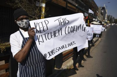 PICTURES: Restaurants take to streets to save jobs
