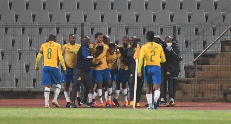 Sundowns send title warning to Chiefs with last-gasp Zwane strike