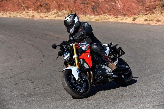 Biking with Bones – Dynamic new BMW F 900 R & F 900 XR