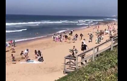 WATCH: Illegal Durban beachgoers run away from metro cops