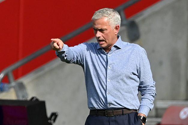 Mourinho dismisses talk of Tottenham as title contenders