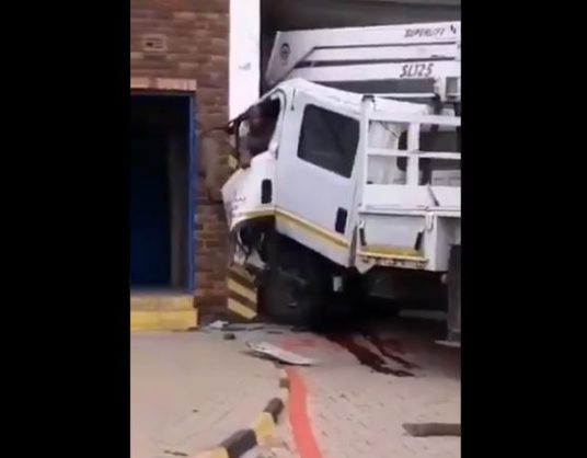 WATCH: Cops shoot at man trapped in crashed truck in Limpopo