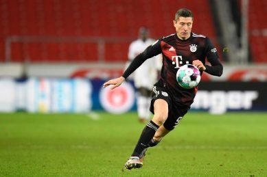 Lewandowski hits 15th goal of season as Bayern stay top