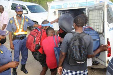 SANDF intercept undocumented foreign nationals at Beitbridge