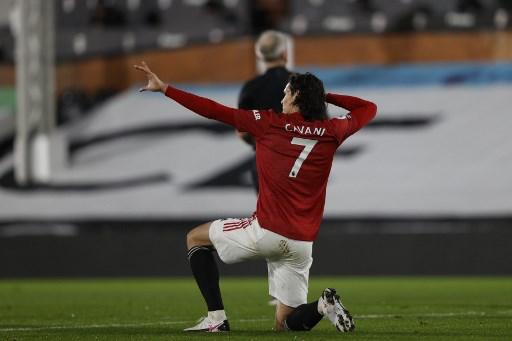 Solskjaer urges Man Utd strikers to follow Cavani's example