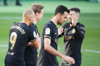 De Jong steers Barca to Elche win without suspended Messi