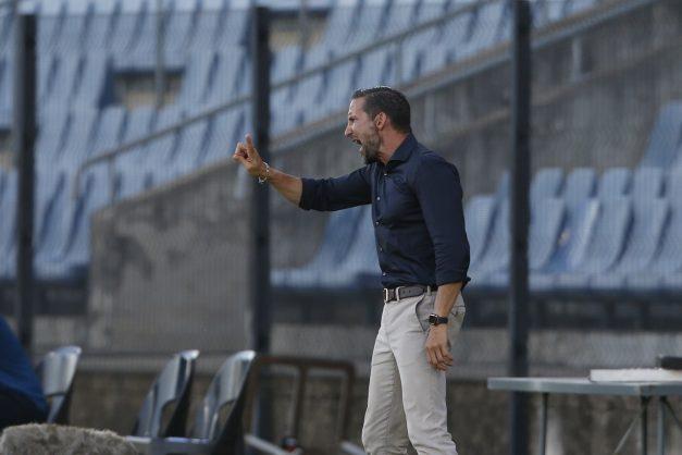 Pirates coach Zinnbauer warns Tshobeni and Sam