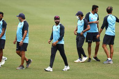 Australia lose Warner early before rain delays third India Test