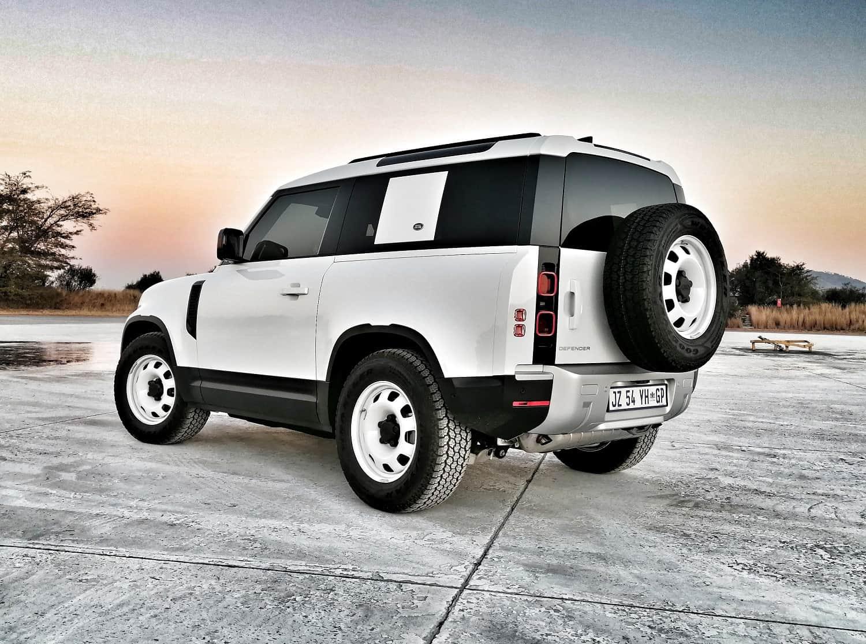 Land Rover Defender 90 returns