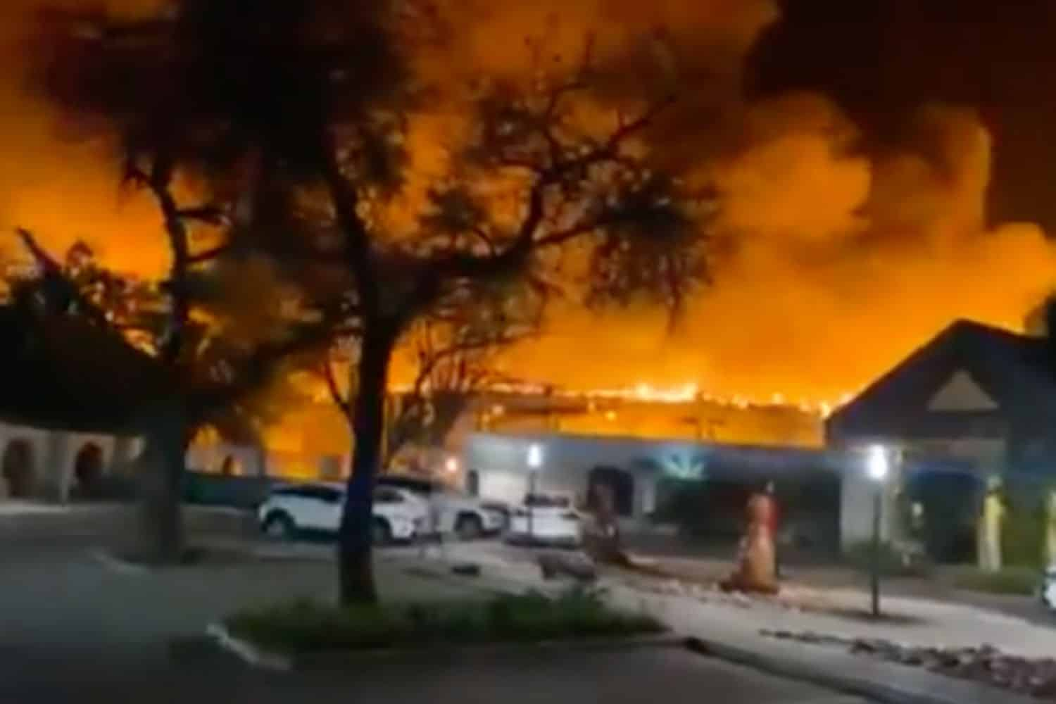 WATCH: Mmabatho Palms Hotel in North West on fire