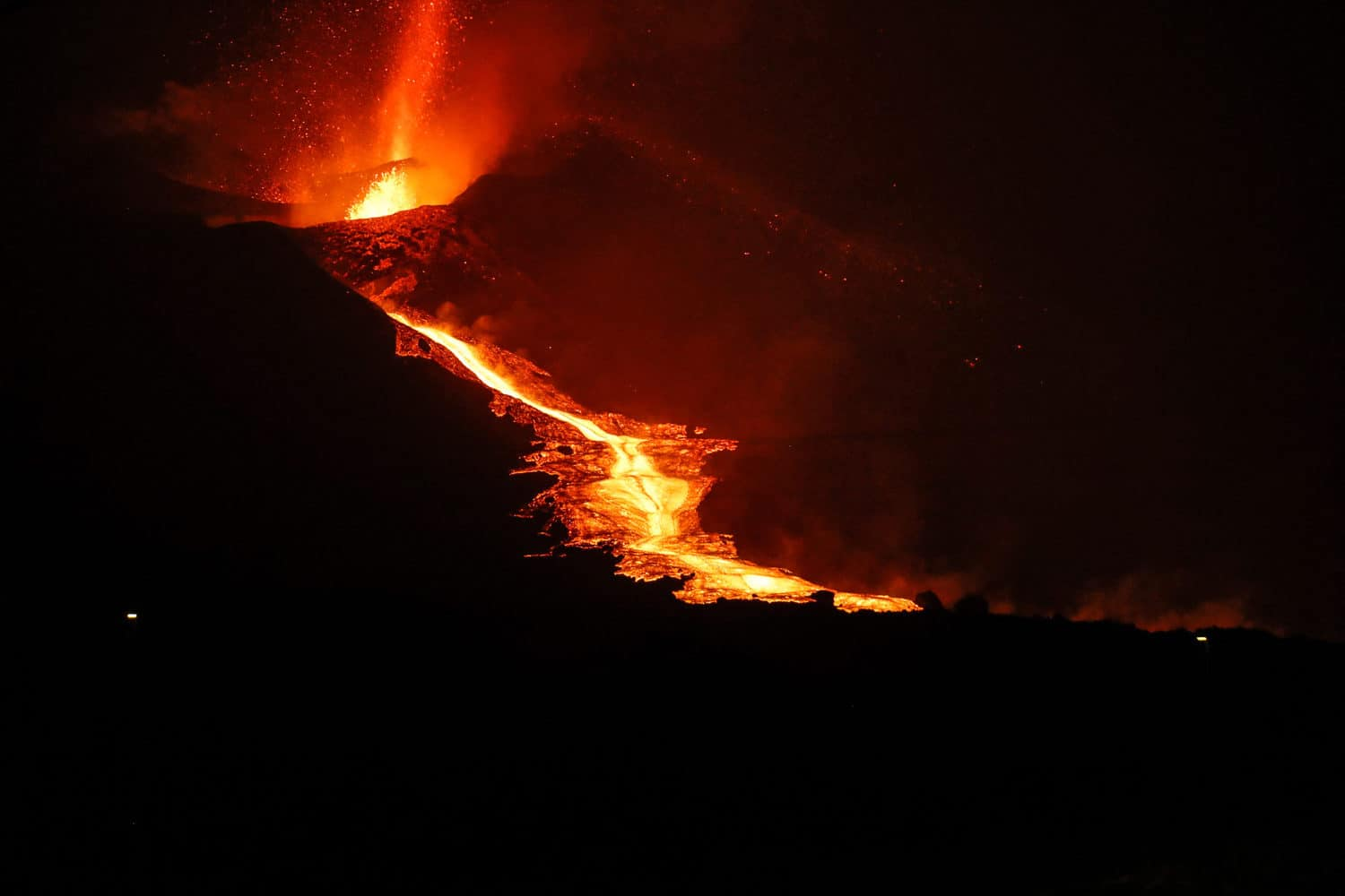"""This handout photograph taken and released by the Spanish Military Emergency Unit (UME) on October 9, 2021 shows the lava flow produced by the Cumbre Vieja volcano, in the northern area of the Canary island of La Palma on the night of October 8. (Photo by Luismi Ortiz / various sources / AFP) / RESTRICTED TO EDITORIAL USE - MANDATORY CREDIT """"AFP PHOTO / LUISMI ORTIZ /"""