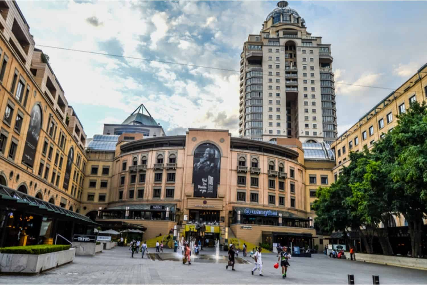 woman commits suicide at Sandton City mall