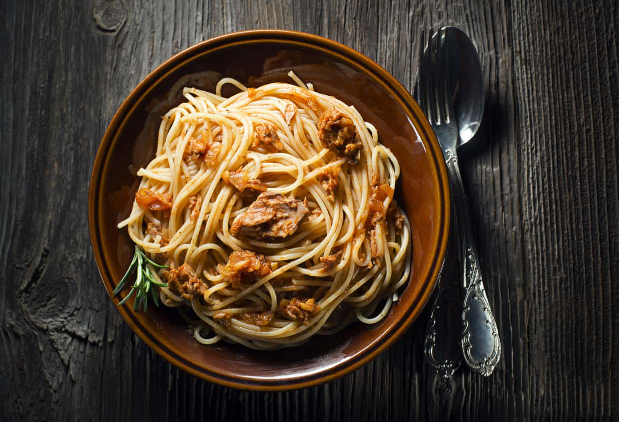 Tuna pasta with olive oil and garlic